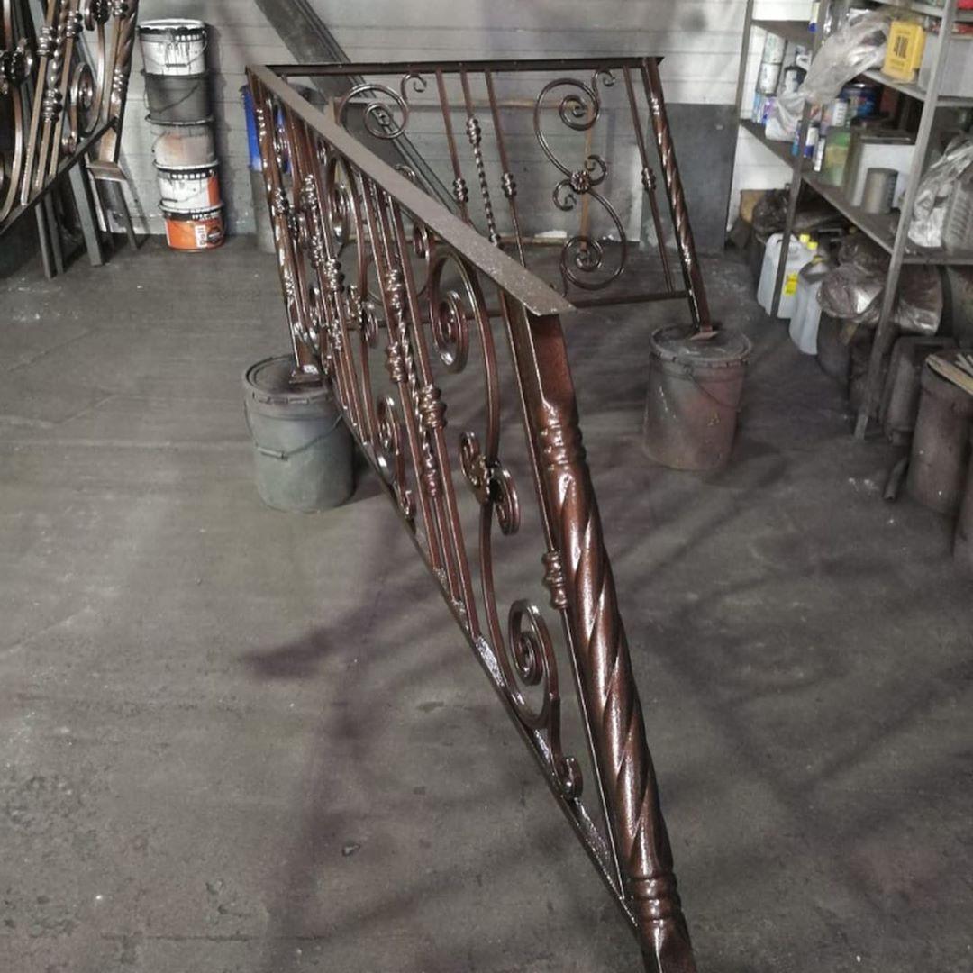 изготовление кованых перил для лестницы в озерах